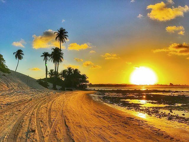 Pra ti! PoTi! P.S.: Prometo! A última da série! #sunset #pôrdosol #pordosol #natal #rn #brasil #brazil #erreene #genipabu #igers #igersrn #igersnatal #igersbrasil @igersnatal @igersrn @igersbrasil @ceu.dobrasil #sky #céu #ceudobrasil #clouds #praia #beach #nature #natureza #br #sea #dunas #dunna #picture #picoftheday #photo #foto #mar