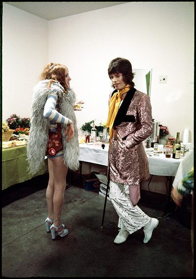 Rose Taylor, wife of guitarist Mick Taylor, in conversation with Mick Jagger at the Forum in Los Angeles ©Jim Marshall