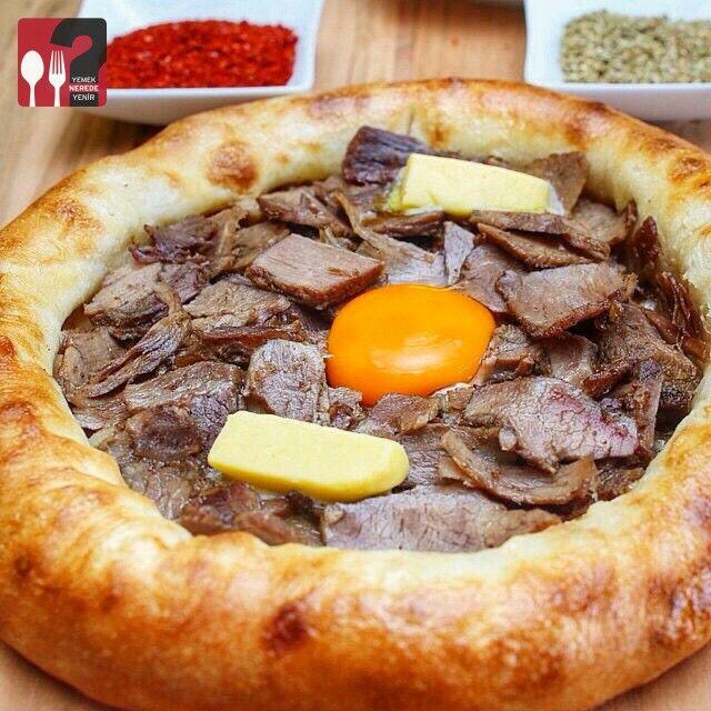 Kavurmalı Yumurtalı Yuvarlak Pide - Kaçkar Restaurant / İstanbul ( Ataşehir - İçerenköy )  Çalışma Saatleri 11:00-22:00 ☎ 0 216 576 61 51  20 TL  Alkolsüz Mekan