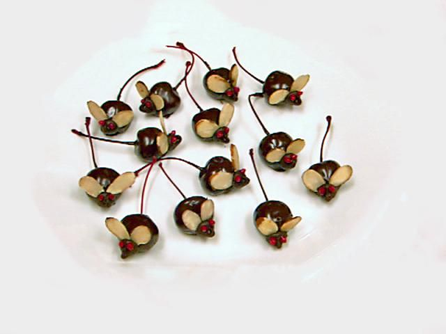 Cute Edible Mice For Halloween And Children's Parties: Chocolate-Covered Mice Recipe