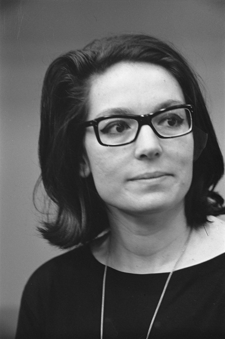 Nana Mouskouri in 1963. She sings the most beautiful rendition of Schubert's Seranade!