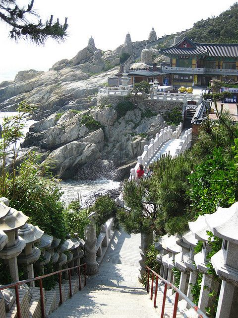 Haedong Yonggungsa, the seaside temple of Busan, South Korea (by Krilakkuma14159).