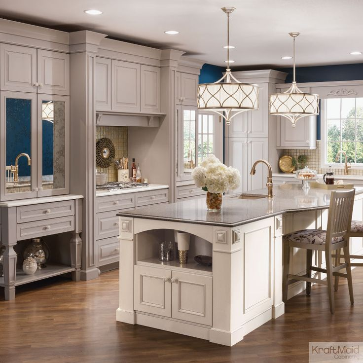 Kraftmaid Kitchen Cabinet Sizes: A Traditional Kitchen With A Touch Of Luxury.