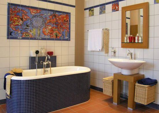 Дизайн ванны в восточном стиле с отдельно стоящей ванной. #дизайн_ванной #накладная_раковина #восточная_ванная_комната #плитка_в_ванную #сантехника_для_ванны #восточный_стиль