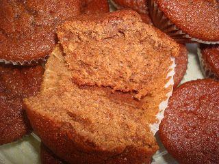 Mais uma receita da Joana Roque , uns queques muito bons, a combinação do chocolate com a laranja é fantástica!   Ingredientes:  200 gr...
