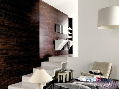 Inspirująca ceramika na ścianie w nowoczesnym salonie
