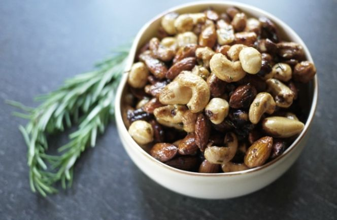 Η ΑΠΟΚΑΛΥΨΗ ΤΟΥ ΕΝΑΤΟΥ ΚΥΜΑΤΟΣ: DIY πικάντικοι ξηροί καρποί από τα χεράκια σου