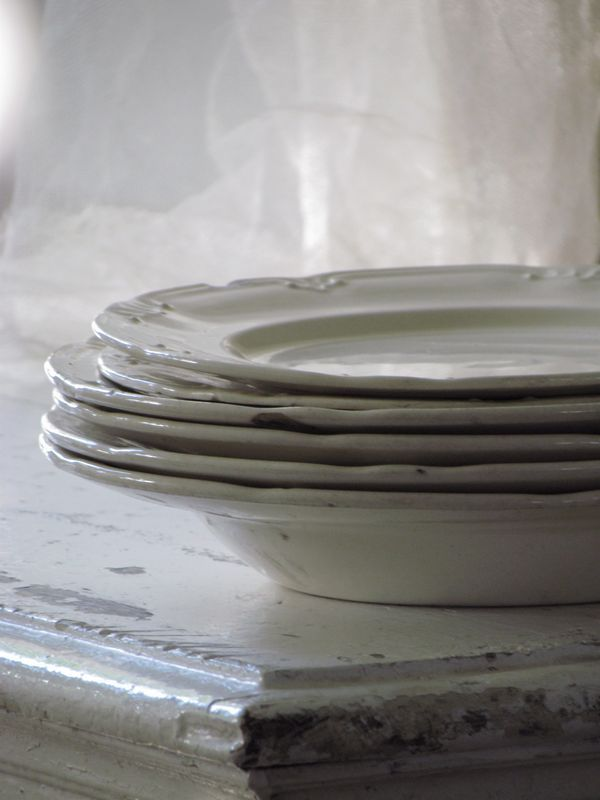 OUDE BORDEN / BREAKFAST DINNER PLATES  SOLD