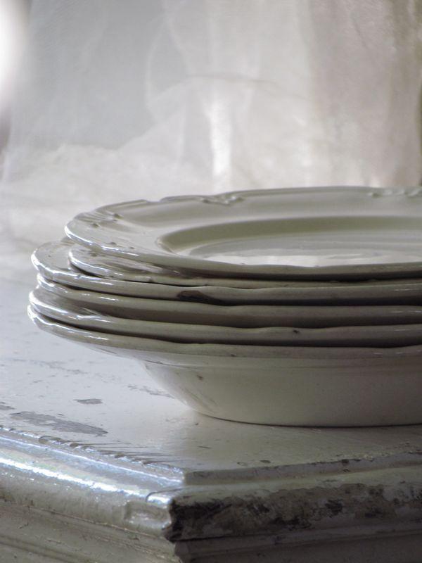 OUDE BORDEN / BREAKFAST DINNER PLATES  SOLD