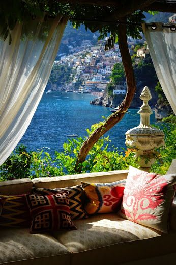 Positano,Italy -- I love the composition of this shot #TravelDestinations