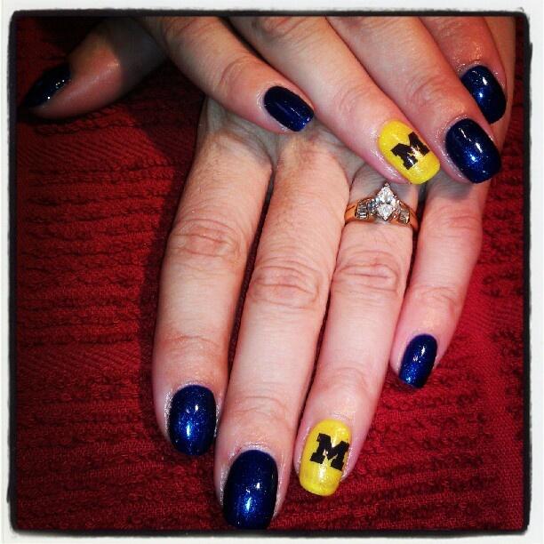 #football nails #spirit nails #college football nails @bloomdotcom