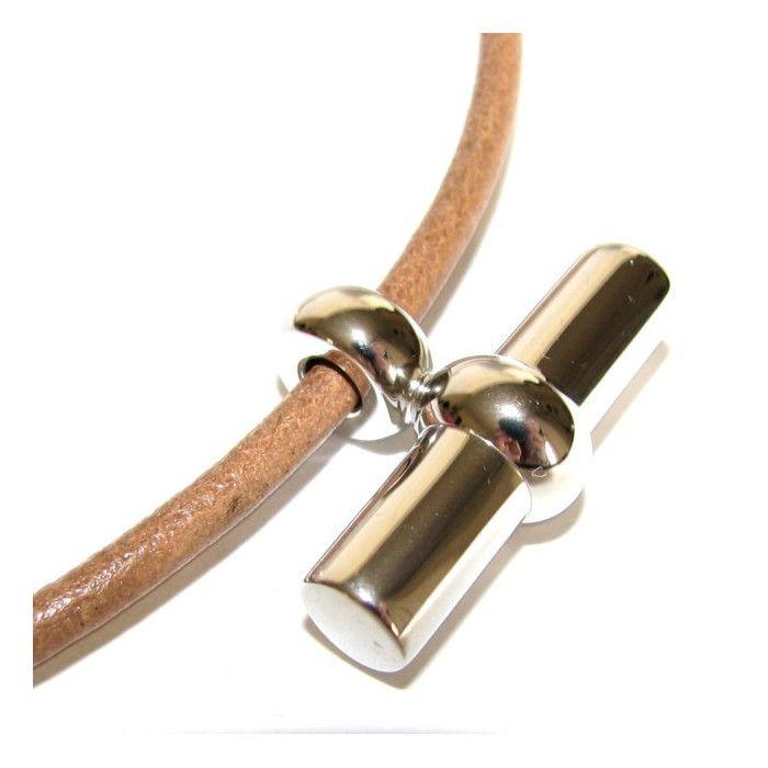 HERMES, collier Mambo  en cuir havane et pendentif palladié