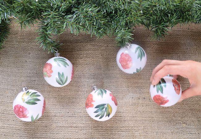 Cómo decorar bolas navideñas con papel decoupage  #diy #handmade #navidad