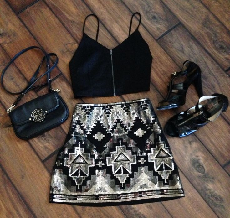 Vegas outfit!  Aztec skirt | crop top | tory burch | Michael kors