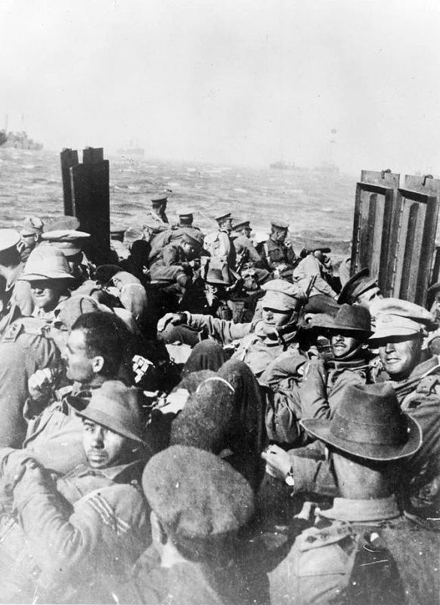 Anzac troops returning to Gallipoli by picket boat after a period of rest and reorganisation on the Greek island of Lemnos. After the battles at Chunuk Bair and Hill 60, the New Zealand infantry and mounted rifles were sent to Lemnos in mid-September 1915 to rest and receice reinforcements from Egypt. They spent 7 weeks at Sarpi Camp, near the village of Mudros, before returning to Gallipoli in early November. | NZHistory, New Zealand history online