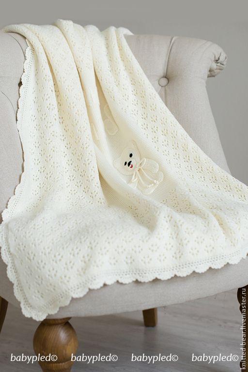 Купить Вязаный детский плед с медвежонком - белый, плед на выписку, плед для новорожденного, плед детский