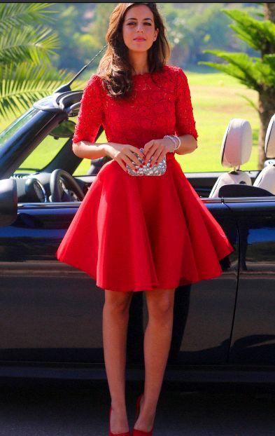 #Robe rouge à dentelles