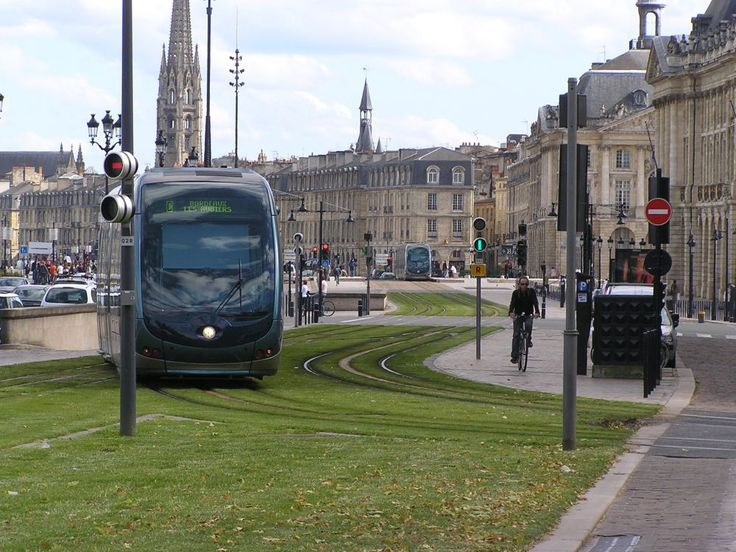 Bordeaux green tram line