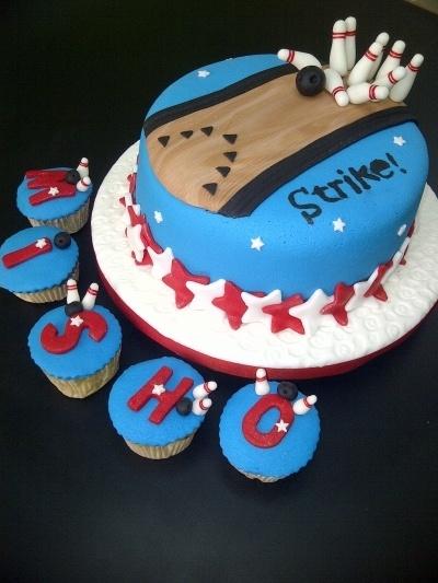 bowling cupcakes/cake
