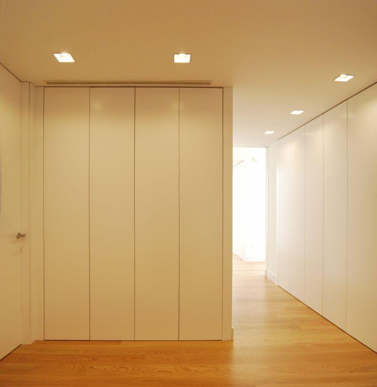 Distribuidor y pasillo con armario integrado