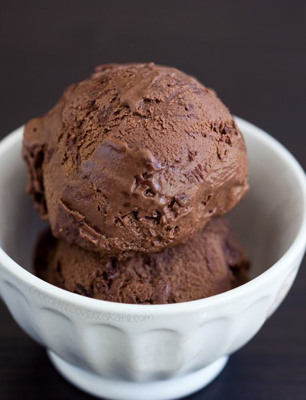 Nutella frozen yogurt – made with items you probably already have in your pantry, no ice cream machine needed. http://chocolatecoveredkatie.com/2015/06/08/nutella-frozen-yogurt/