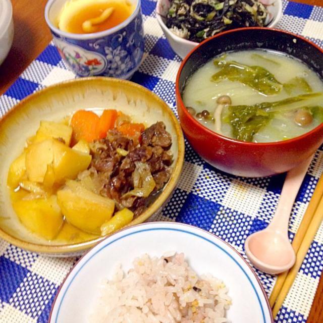 いただきます(◍›◡ु‹◍)☆ - 94件のもぐもぐ - 肉じゃが、ひじきの酢の物、卵豆腐、具沢山味噌汁、ご飯 by クロエ