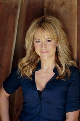 Megyn Price, Actor  Love this hair style