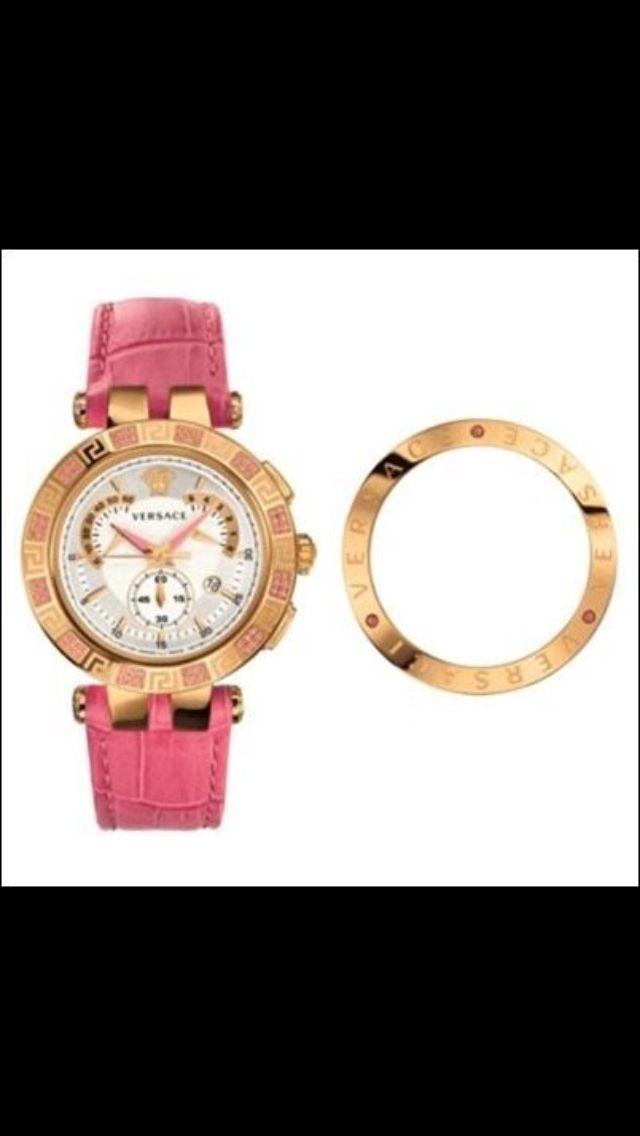Versace celebra el día de San Valentín con una edición especial de uno de sus más famosos relojes: el V-Race edición de San Valentín.