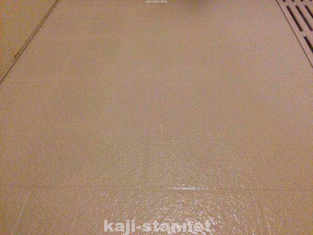 お風呂の床掃除 黒ずみ 茶色 黄ばみ 水垢 汚れの4つの落とし方 床掃除 風呂そうじ 水垢