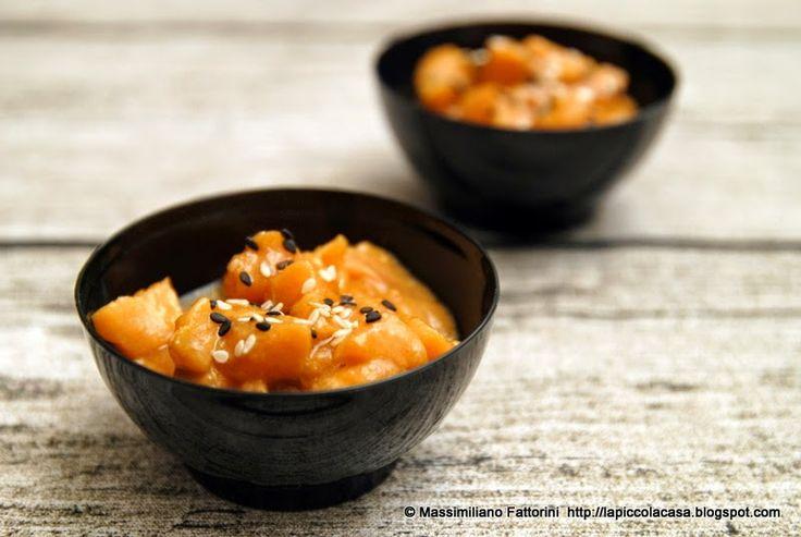 La Piccola Casa: Una facile ricetta per un buon antipasto di pesce: Tartare di salmone con olio e semi di sesamo lime