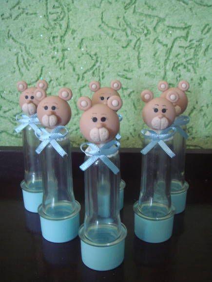 Mini tubete decorado com um ursinho super fofo de biscuit. R$ 3,90