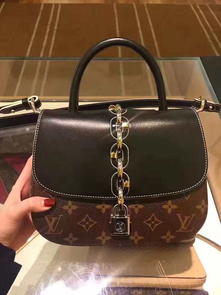 Cheap Louis Vuitton Bags. Whether your LV bag of choice is the classic Speedy, the practical Neverfull, or the daring graffiti-print monogram, no gal's closet is complete without a Louis Vuitton handbag.
