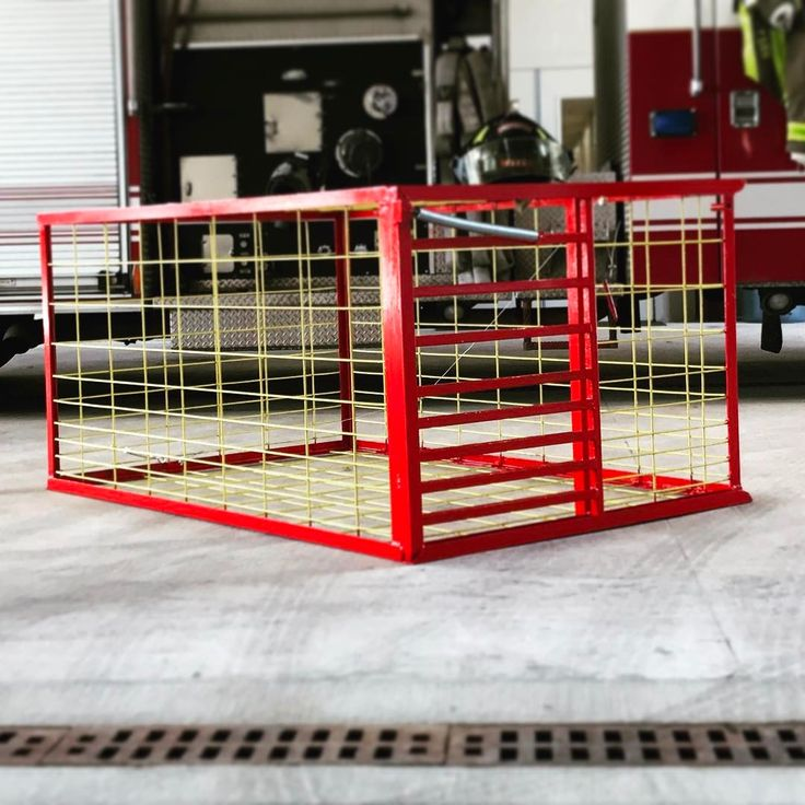Another tribute trap went to its forever home today #boxtrap #hunt #sanantonio #hog #hogtrap #hogtrapcentral #hunting #texas #murcia #firefighter #safdstrong #red #slide #door #cage #beautiful #yellow #pigs #piggy #bacon #freezermeal #metal #welding #cust