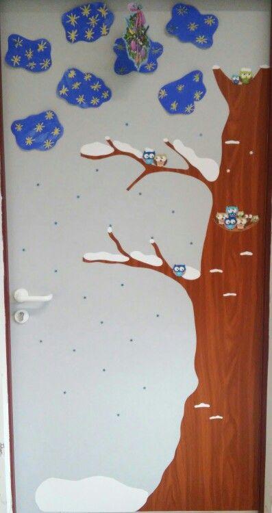 Csoportszobánk ajtajának téli ruhája -  a csillagos eget a gyerekek készítették varázsfestéssel