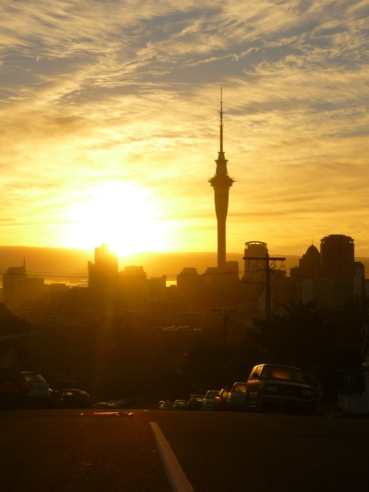 sunrise - overlooking the sky tower from Ponsonby @pilaricke