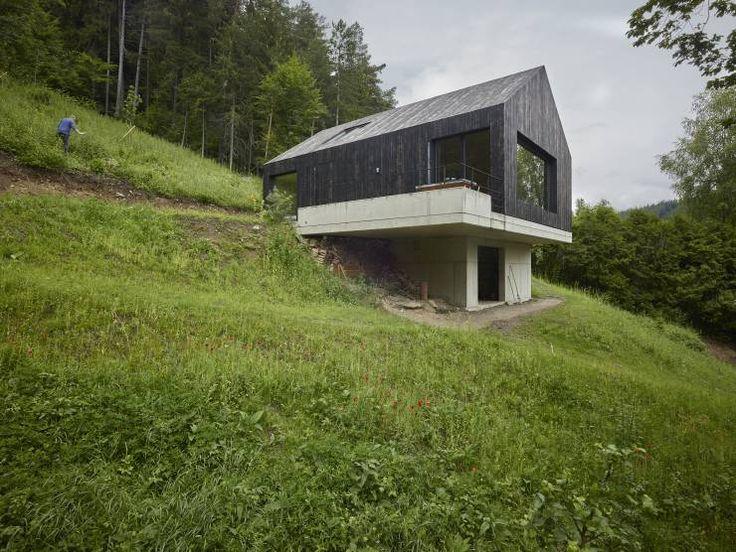 Das holzhaus mit den zwei gesichtern moderne h user for Holzhaus moderne architektur