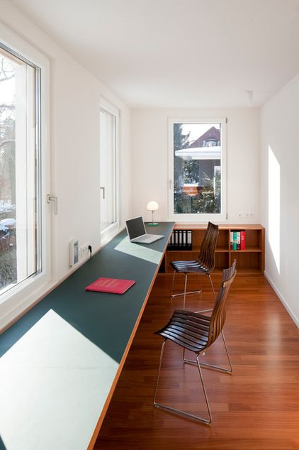 Lange Arbeitsplatte mit Linoleum - Modern Arbeitszimmer by strauss architektin