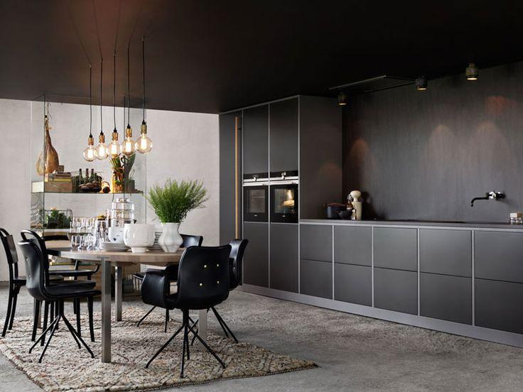 | Köksinspiration | Mija Kinning visar sitt kök som hon har designat i samarbete med Ballingslöv.  Köksö och kök kommer från Ballingslöv.