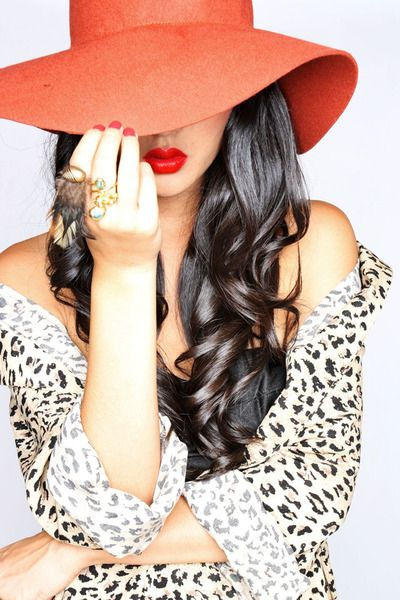 .: Dark Hair, Color, Shiny Hair, Red Hats, Curls, Red Lips, Hats Hair, Animal Prints, Leopards Prints