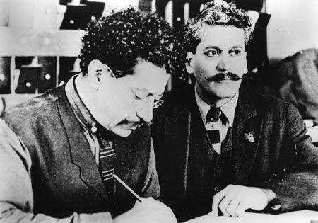 Hermanos Flores Magón , se encargaron de un proyecto social  previo a la Revolución , lo que influyó en nuestra Constitución Social de 1917.