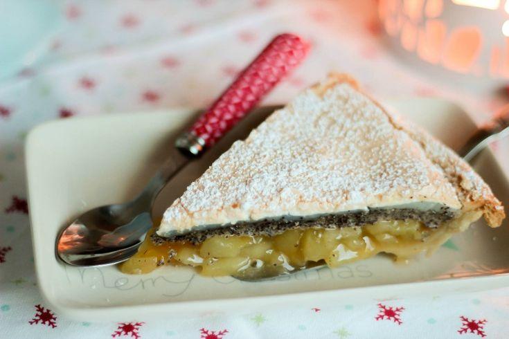 Winterapfeltarte mit Mohn und Baiserhaube. Eine leckere Tarte mit Mohnschicht und gewürzten Äpfeln. Der ideale Winterkuchen.