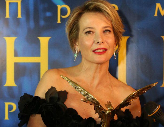 Юлия Высоцкая восхитила публику эффектным нарядом на вручении премии «Ника»