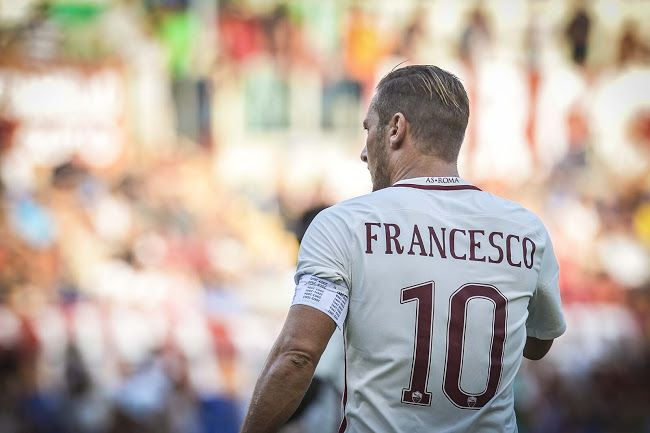 Closer Look | Totti's Unique 2016-17 Captain Armband - Footy Headlines