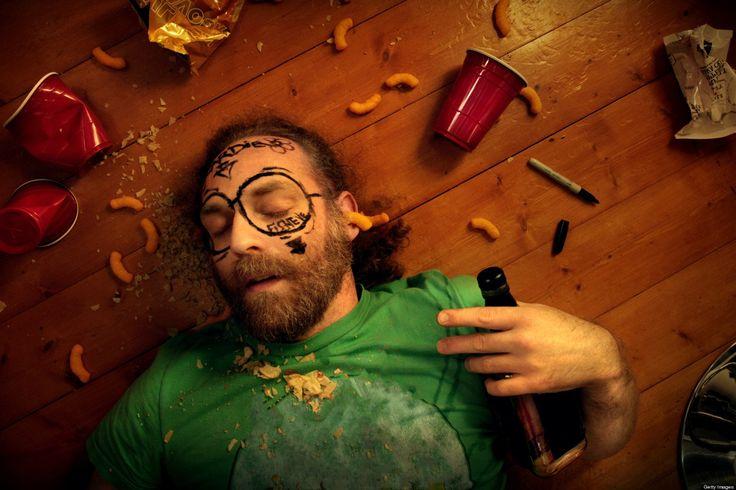 Γιατί το αλκοόλ μας προκαλεί κενά μνήμης και τι μπορεί να