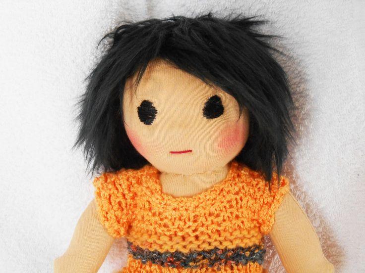 Poupée Waldorf, de chiffon,de tissus, 24cm cheveux noir dégradé : Jeux, jouets par petites-chiffonneries