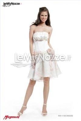 http://www.lemienozze.it/operatori-matrimonio/vestiti_da_sposa/silwa_sposa/media/foto/7  Abito da sposa corto con motivi floreali sulla gonna