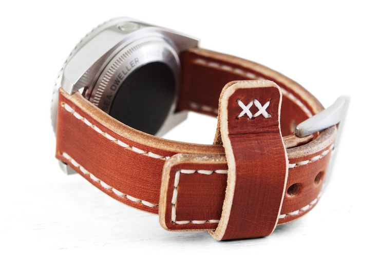 The 017 strap's surface are hand dyed in CopperTone. Edges are all beveled and burnished to shine by hand, creating a 2 tone effect, giving the strap a 3 dimensional feel.20/20 ~ Fits Rolex Submarina or GMT or similar21/21 ~ Fits Rolex Deepseas24/24 ~ Fits Panerai or similarHand dyed European Natural Veg Tan HideSpotted with Tab Keeper and Double Cross Stitches.4-6 mm thickPlease do indicate if you want the Pin tube to be installed with your strap. (For 20/20 version...