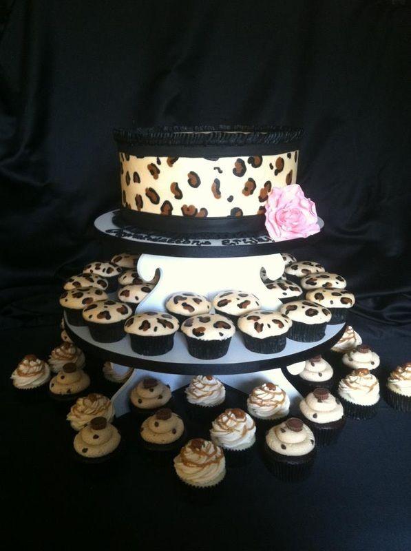 Graduation Cakes - Creme de la Creme Cakery