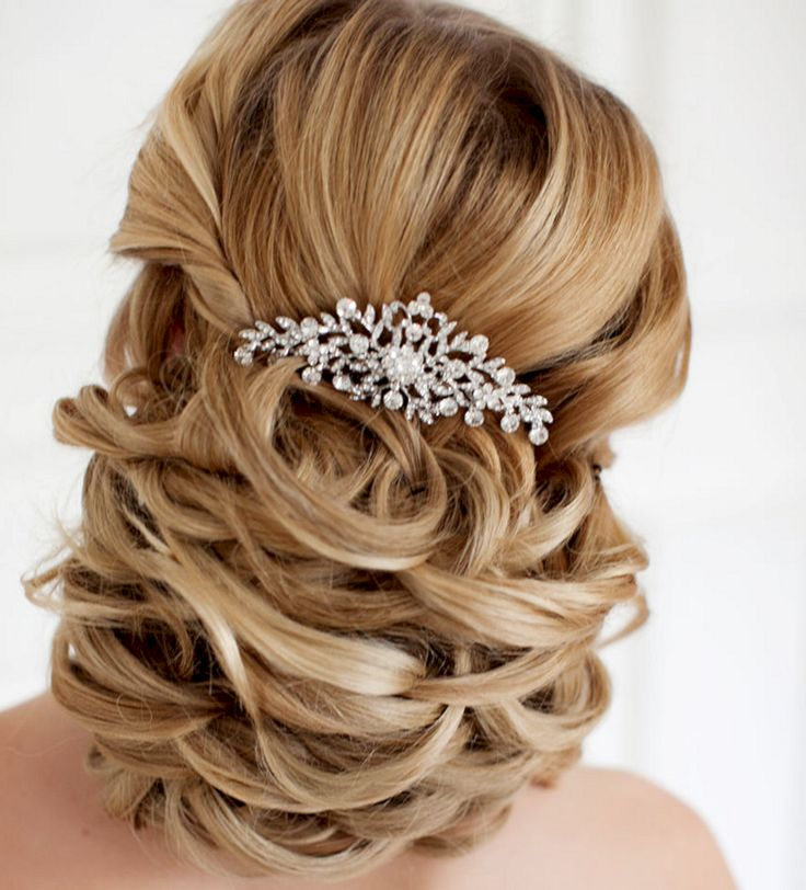 Great 45+ Beautiful Wedding Hairstyles For Awesome Brides  https://oosile.com/45-beautiful-wedding-hairstyles-for-awesome-brides-12221