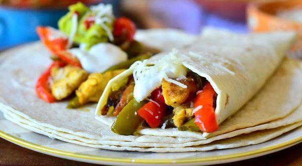 Fajitas au poulet Des Fajitas au poulet une recette de cuisine mexicaine qu'on prépare pratiqueme...